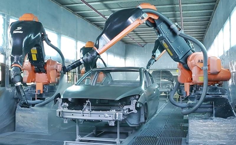 بهمن موتور با تهیه تجهیزات پیشرفته ی رباتیک، افزایش کیفیت و تنوع رنگ در محصولات جدید را فراهم کرد