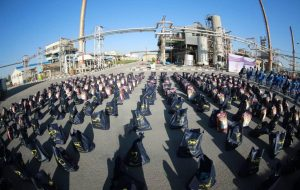 (اهدای ۳۰۰ بسته کمک های مومنانه در هفته دفاع مقدس